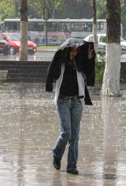 Yağmura yakalanan yurdum insanı 18