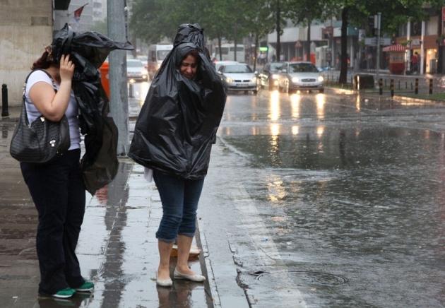 Yağmura yakalanan yurdum insanı 19