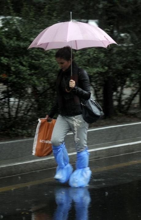 Yağmura yakalanan yurdum insanı 2
