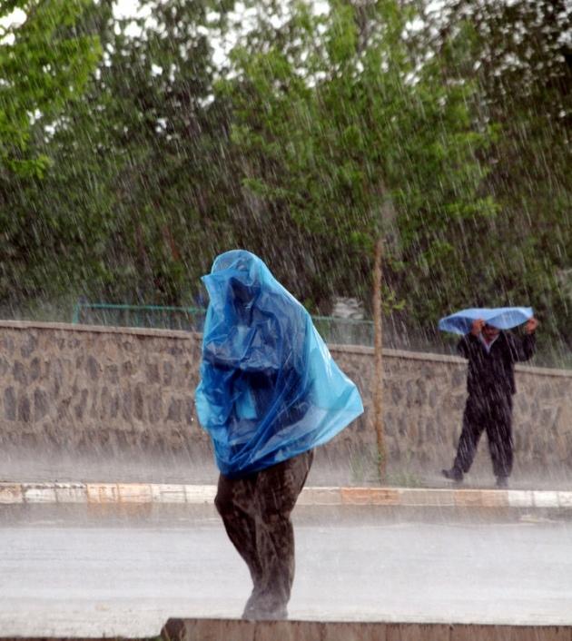 Yağmura yakalanan yurdum insanı 20