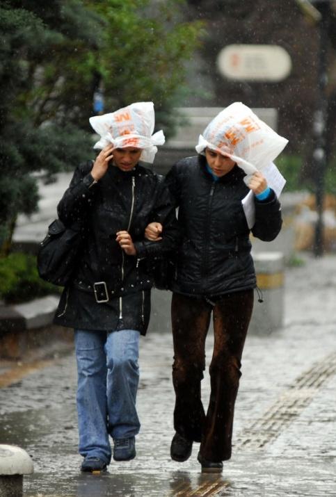 Yağmura yakalanan yurdum insanı 22