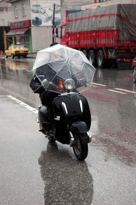 Yağmura yakalanan yurdum insanı 6