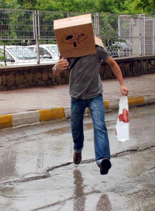 Yağmura yakalanan yurdum insanı 7