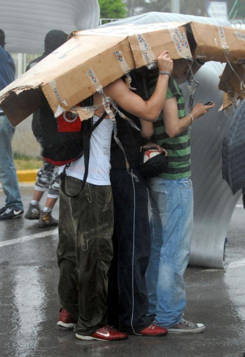Yağmura yakalanan yurdum insanı 8