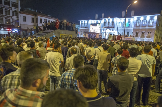 Konya'da Askeri Kalkışmaya büyük tepki 10