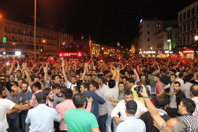 Konya'da Askeri Kalkışmaya büyük tepki 11