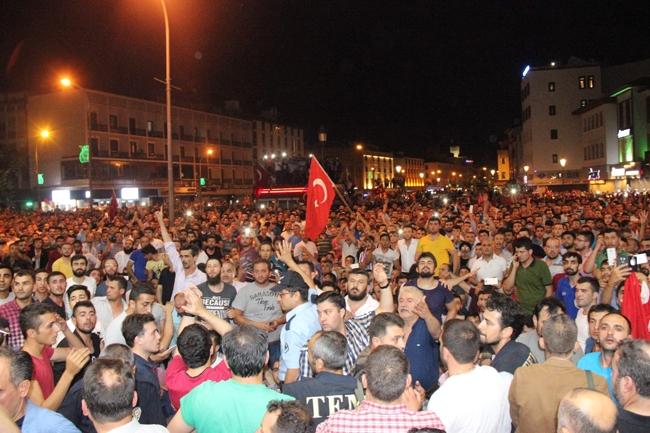 Konya'da Askeri Kalkışmaya büyük tepki 12