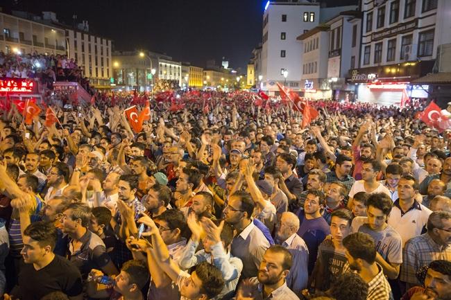 Konya'da Askeri Kalkışmaya büyük tepki 3