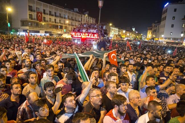 Konya'da Askeri Kalkışmaya büyük tepki 4