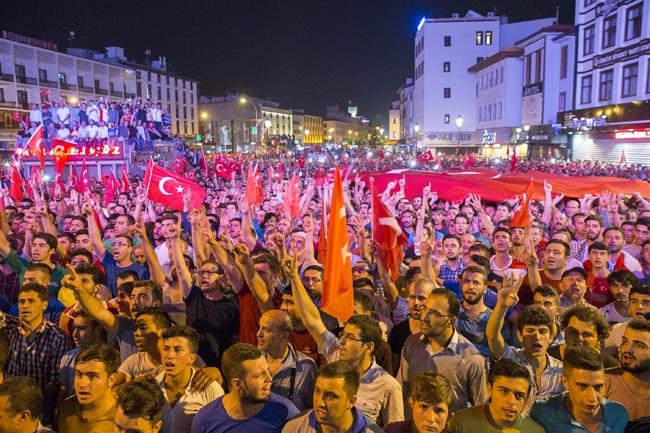 Konya'da Askeri Kalkışmaya büyük tepki 5