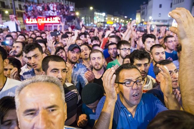 Konya'da Askeri Kalkışmaya büyük tepki 9