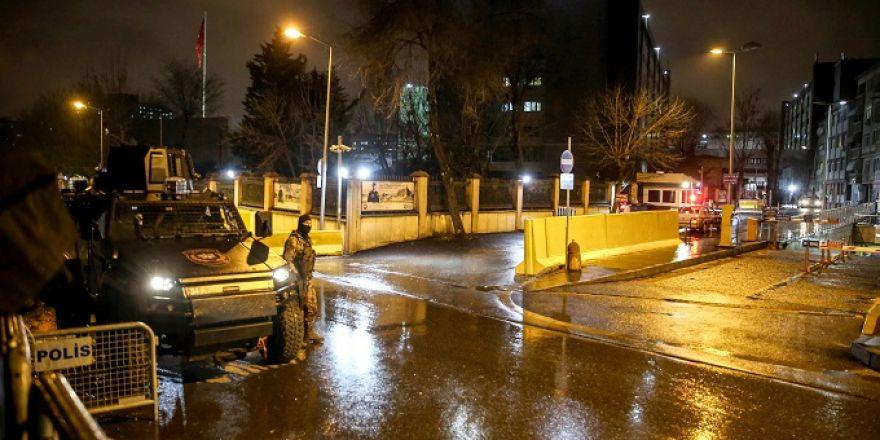 İstanbul Emniyet Müdürlüğüne lav silahıyla saldırı düzenlendi