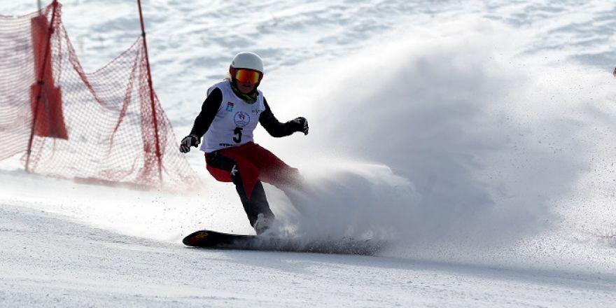 Erzurum Uluslararası Snowboard Büyük Slalom Yarışları Sona Erdi