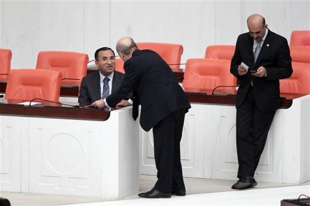 Mecliste başbaşa konuşurken... 2