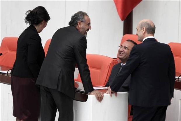 Mecliste başbaşa konuşurken... 3