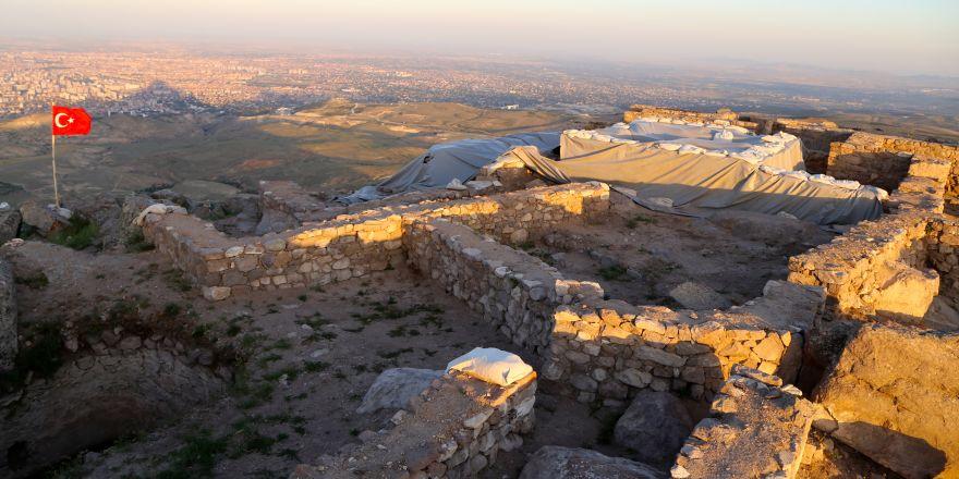 Konya'da alttan ısıtmalı hamam bulundu