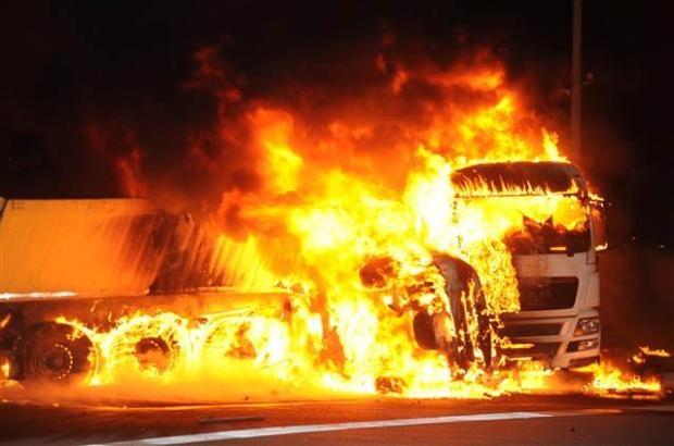 Antalya'da otomobildeki 5 kişi yanarak öldü 1