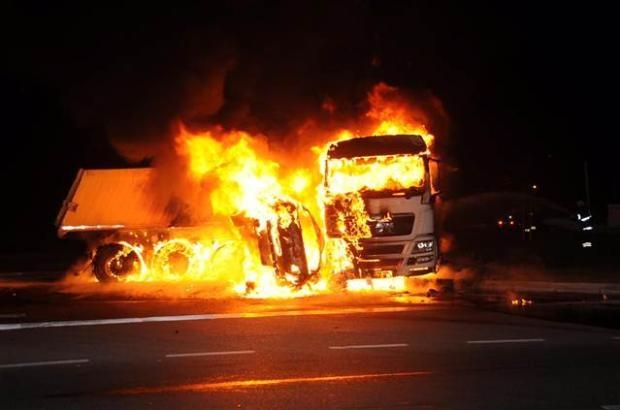 Antalya'da otomobildeki 5 kişi yanarak öldü 2