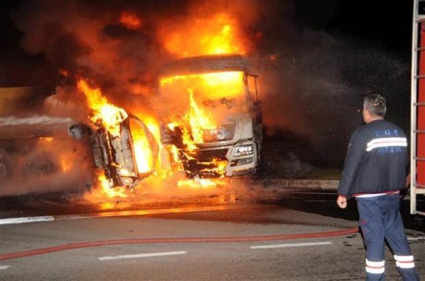 Antalya'da otomobildeki 5 kişi yanarak öldü 3