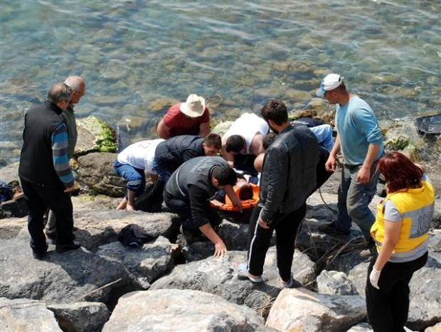 Zonguldak'ta araç denize uçtu 10