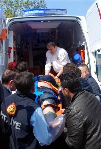 Zonguldak'ta araç denize uçtu 12