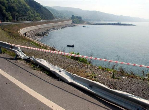Zonguldak'ta araç denize uçtu 13