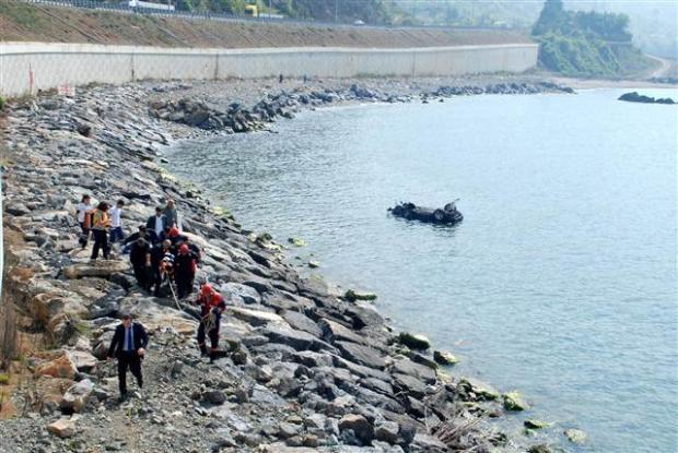 Zonguldak'ta araç denize uçtu 14