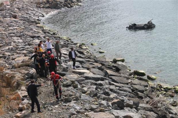 Zonguldak'ta araç denize uçtu 5