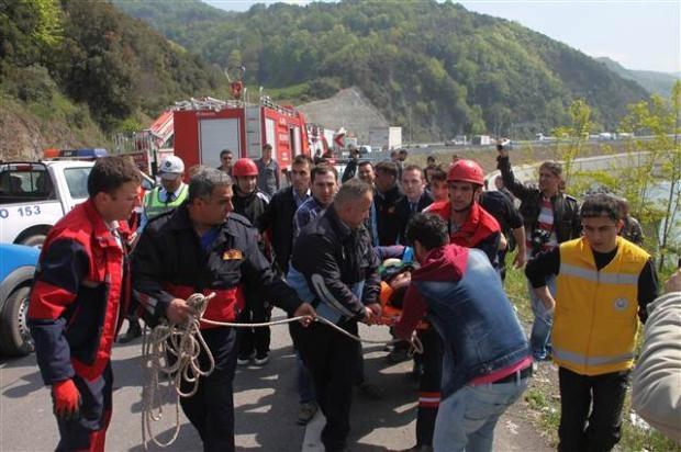 Zonguldak'ta araç denize uçtu 6