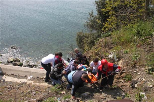 Zonguldak'ta araç denize uçtu 7