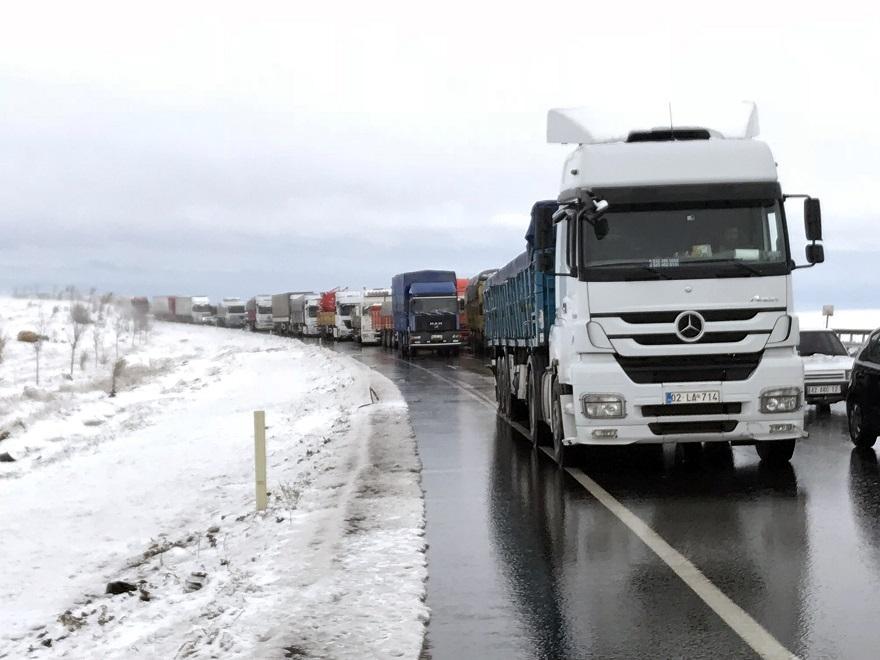 Konya'da kar yağışı bazı yerlerde etkili oldu 1