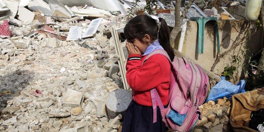 İsrail Doğu Kudüs'te Filistinlilere ait 3 evi yıktı