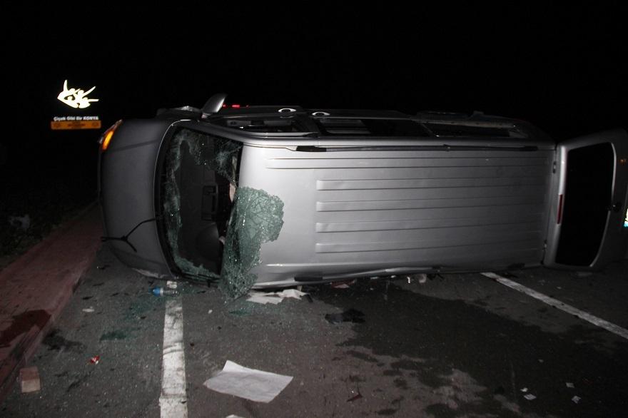 AK Partilileri taşıyan minibüsle otomobil çarpıştı: 9 yaralı 1