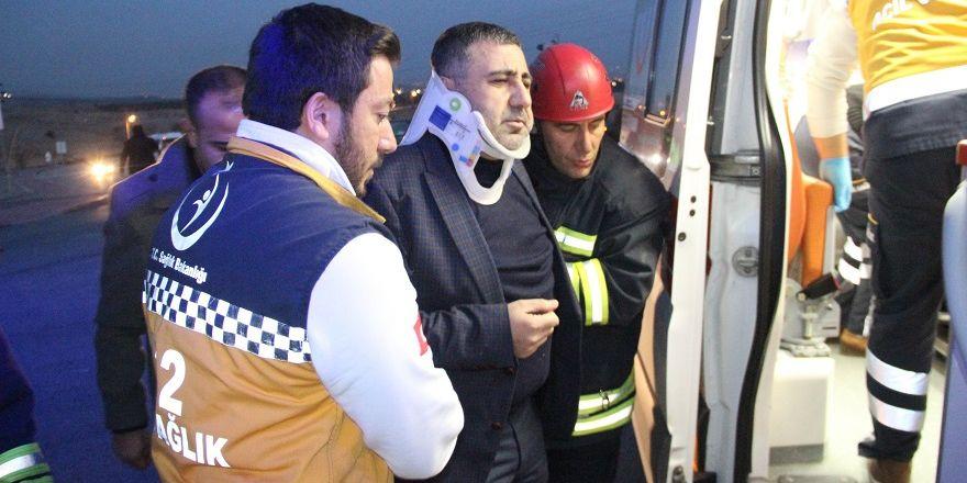 AK Partilileri taşıyan minibüsle otomobil çarpıştı: 9 yaralı