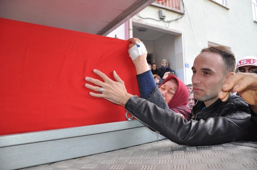 Konyalı Şehit Uzman Çavuş Aykut Kazar gözyaşlarıyla toprağa verildi 1