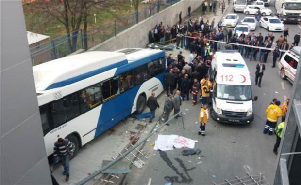 Ankara'da feci kaza 3 ölü 10