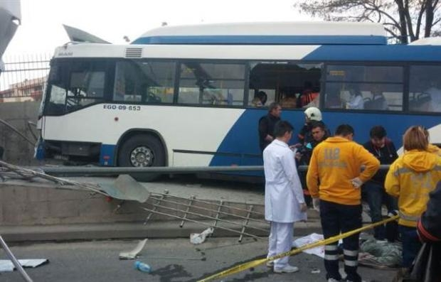 Ankara'da feci kaza 3 ölü 15