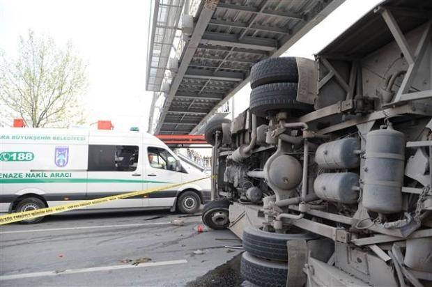 Ankara'da feci kaza 3 ölü 4