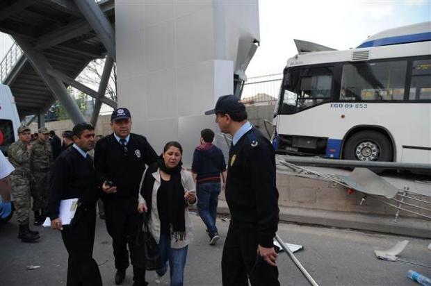 Ankara'da feci kaza 3 ölü 9