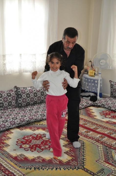 Öğretmenin azmi engelli çocuğu yürüttü 1