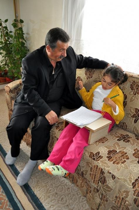 Öğretmenin azmi engelli çocuğu yürüttü 11