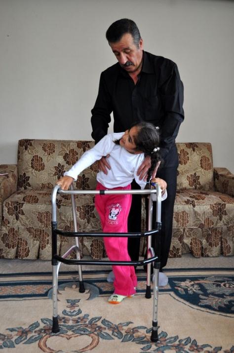 Öğretmenin azmi engelli çocuğu yürüttü 5