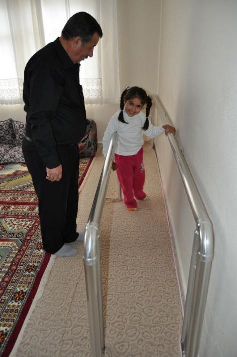 Öğretmenin azmi engelli çocuğu yürüttü 7