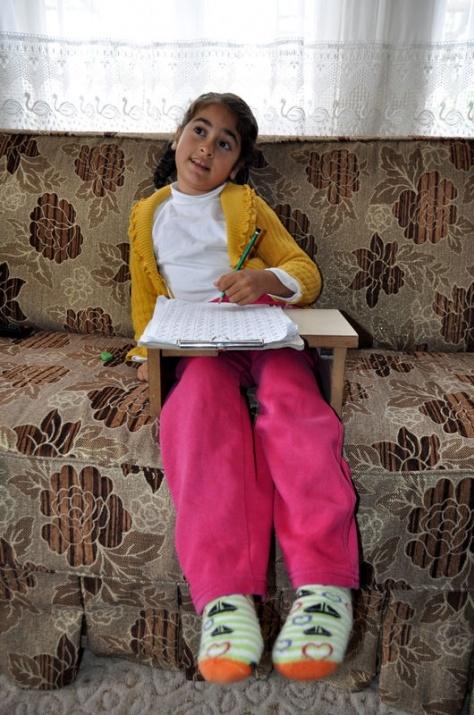 Öğretmenin azmi engelli çocuğu yürüttü 8