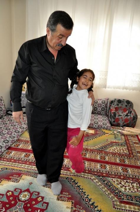 Öğretmenin azmi engelli çocuğu yürüttü 9
