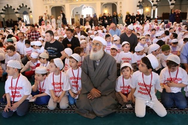 520 çocuk camide namaza durdu 10