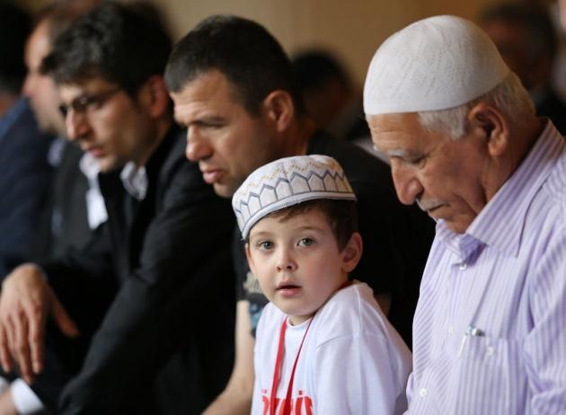 520 çocuk camide namaza durdu 4