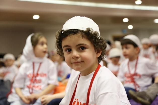 520 çocuk camide namaza durdu 6
