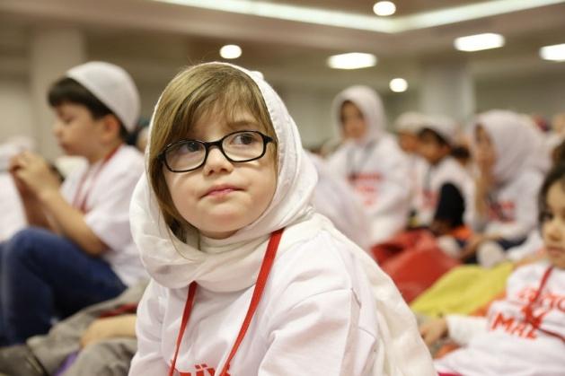 520 çocuk camide namaza durdu 9