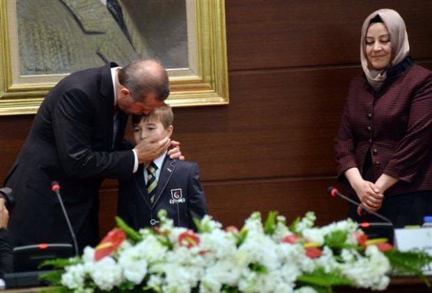 Başbakanlık merdivenlerinden düştü 1